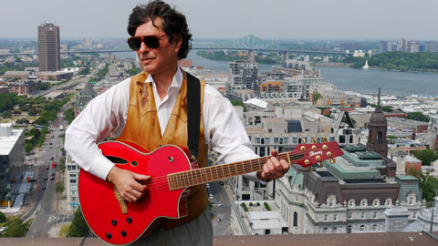 J.D.Sage (Troubadour) Red Guitar Montreal Skyline. (Photo: Pierre Poulin)